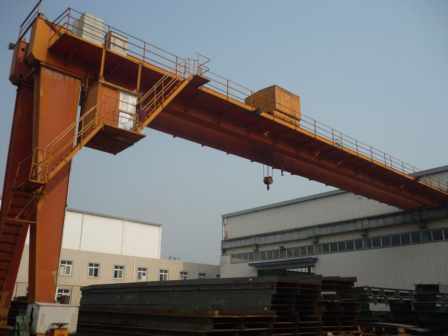 easy operating box type 10 ton electric semi portal bridge crane